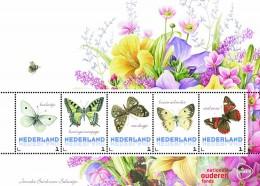 бабочки на марках